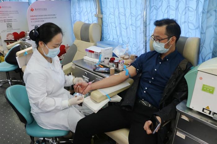 捋肘献热血,展现当代青年担当——学校荣获全国无偿献血促进奖